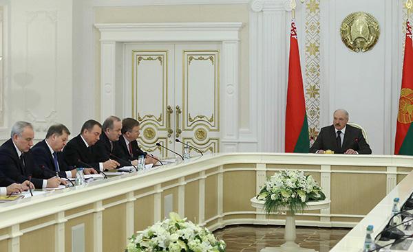 Тема недели: Президент Беларуси об актуальных вопросах развития страны