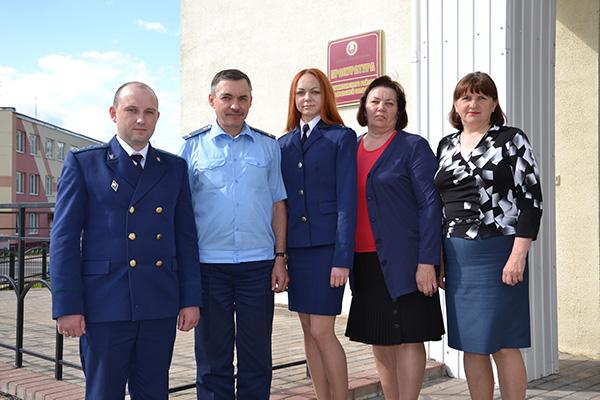 Накануне профессионального праздника прокурор Шумилинского района Сергей Зайцев дал интервью