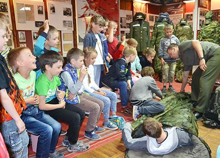 В Шумилинском историко-краеведческим музее дети встретились с профессией военного