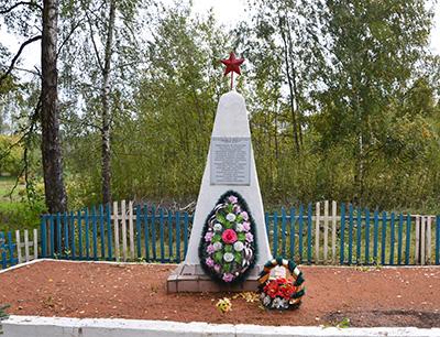 Это было 75 лет назад: 15 октября фашисты окружили деревню Ловжу. Стариков, женщин и детей согнали в здание деревянной школы…