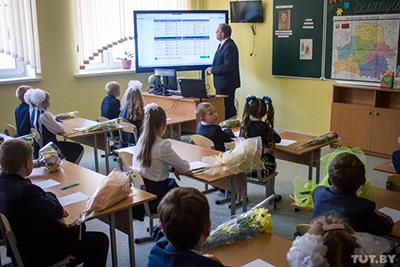 Новость дня: Минобразования обязало учителя вести всего четыре документа и не заниматься чужой работой