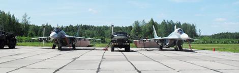 Офицеры из особого батальона охраны и обслуживания аэродрома «Боровцы» провели урок мужества в Обольской СШ