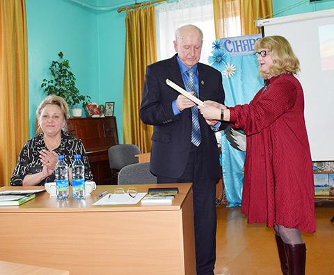 Антон Параскевин в соавторстве с Фридрихом Оноприенко издал книгу «Богатыри Приобольского края»