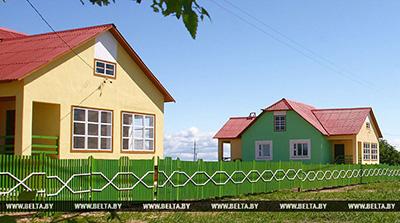 Госорганы смогут продавать невостребованное жилье на селе своим нуждающимся работникам