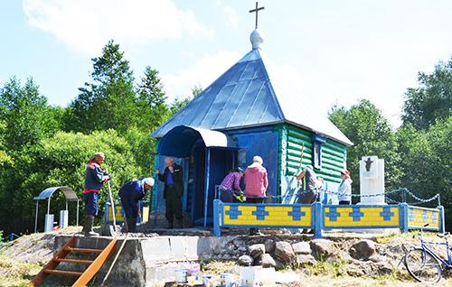 Шумилинская молодёжь благоустраивала святую Пятенку