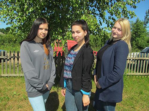 Свою трудовую деятельность Наталья Дубровина, Алёна Бурденко и Виктория Козлова начали в Лежнях