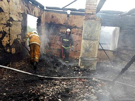 На пожаре в Поставском районе школьница вынесла из огня четверых братьев и сестер, одна девочка погибла