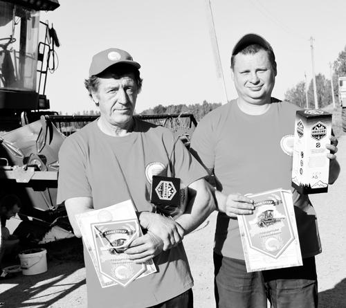 Олег Борисевич и Сергей Новиков первыми намолотили 500 тонн зерна