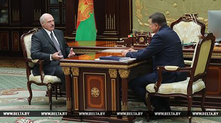 Лукашенко поручил встряхнуть всю систему потребкооперации в Беларуси