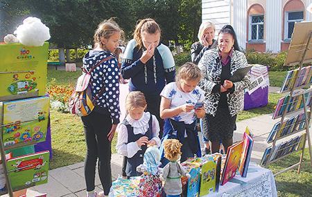 Шумилинская районная библиотека пригласила в «Книжный дворик»