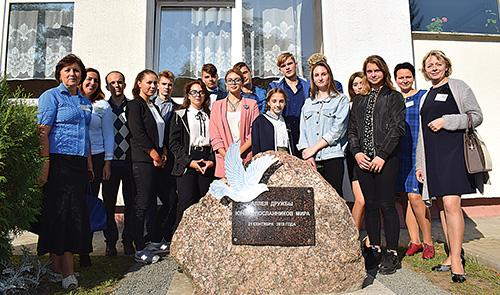 Шумилинская делегация приняла участие в открытии «Школы мира» в Городке