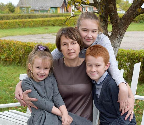Многодетная мама из Оболи Наталья Римша удостоена районной премии имени Софьи Пальвинской