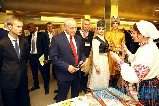 Шумилинский дом ремёсел показал региональные костюмы на выставке в Москве