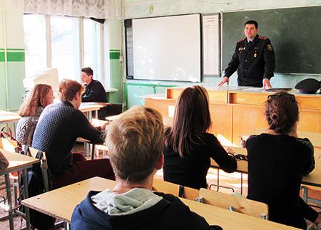 Старшеклассникам Шумилинской СШ №2 рассказали о профессии милиционера