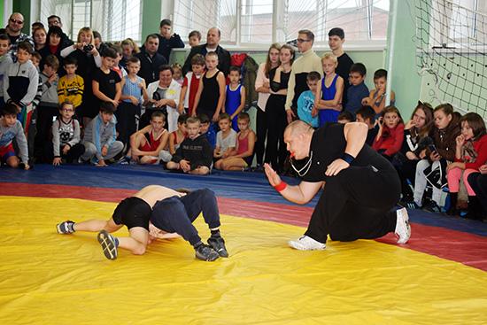 В Оболи традиционный турнир по греко-римской борьбе собрал 168 участников