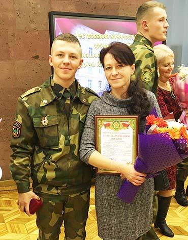 Министр обороны Беларуси благодарил мам за воспитание своих сыновей