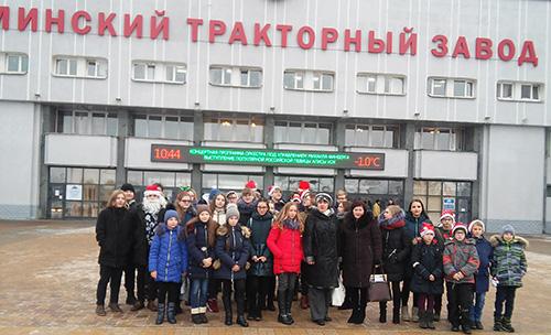 Третий раз под Новый год Шумилинскую районную гимназию приглашает МТЗ