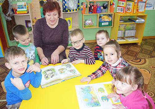 Надежда Степанова более 30 лет работает в Шумилинском яслях-саде