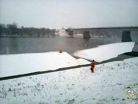 В агрогородке Улла за полнедели под лед провалились два человека