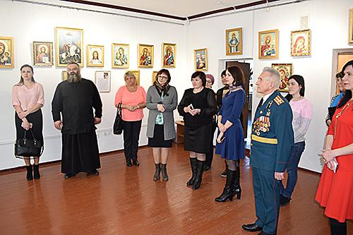 В Шумилинском историко-краеведческом музее проходит выставка работ Ядвиги Сенько «Чудодейственный свет икон»