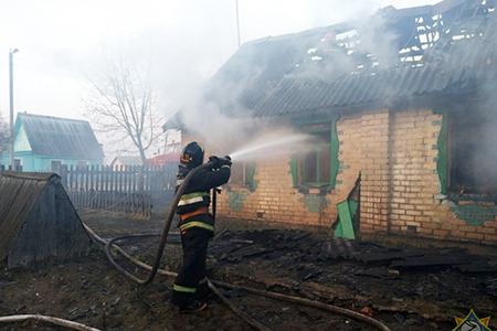 В Сенненском районе сотрудник МЧС спас семью из пяти человек