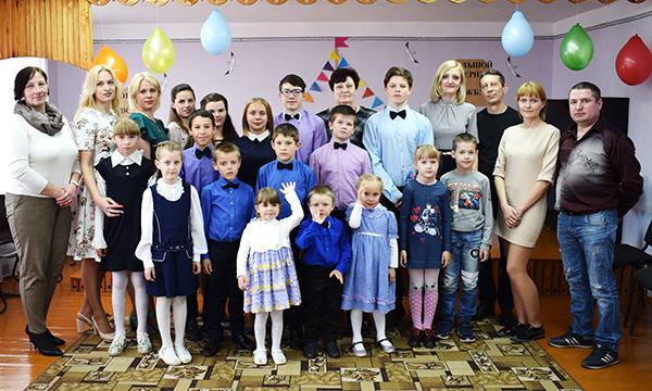 В День семьи Обольский приют пригласил своих спонсоров на чаепитие