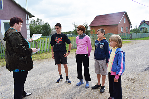 Профсоюзы помогают собрать детей в школу