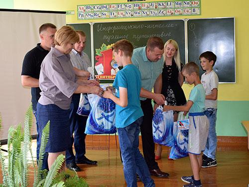 Шумилинская районная организация «Белой Руси» помогла детям собрать портфель в школу