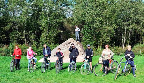Ученики Башневской школы отправились в велоэкспедицию к Большому камню