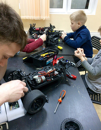 Приглашает школа робототехники